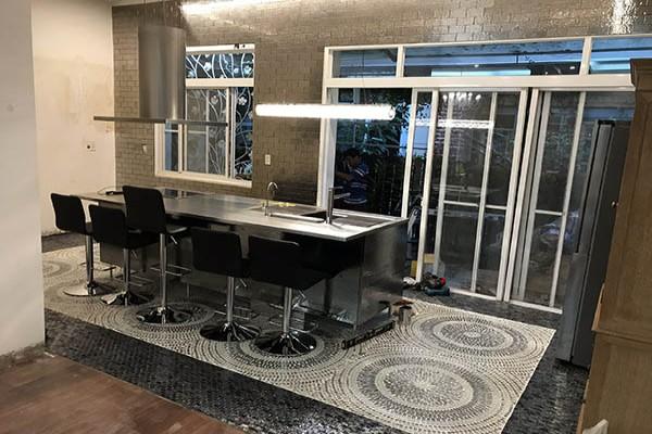 Thi công gạch mosaic - film dán nội thất - Căn hộ Mr. T - Quận 7